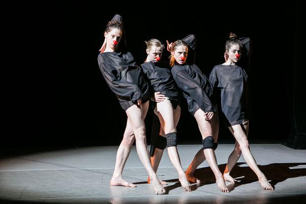 photo : Sylvie-Ann Paré | dancers  : Valeria Galluccio, Megan Walbaum, Carol Prieur, Paige Culley
