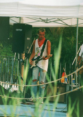 Rockin' in the green with Sammy's Saloon in August 2001