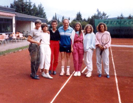 1. Damenmannschaft mit Sportwart Günter Wolf in den End80er