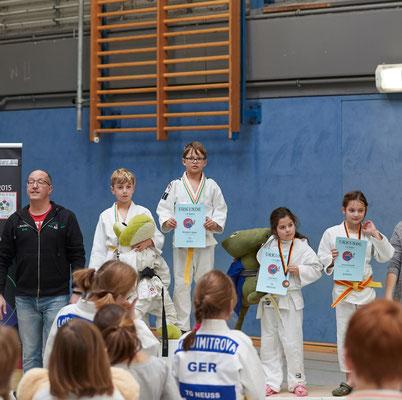 Siegerehrung bis 31kg: 3. Platz für Emma Seipold
