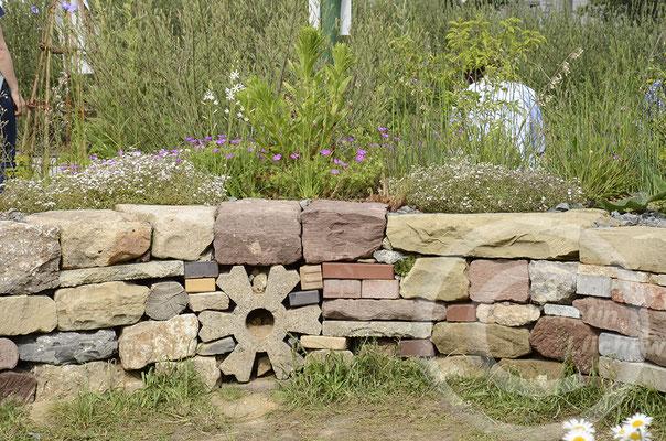 Trockenmauern und Natursteine