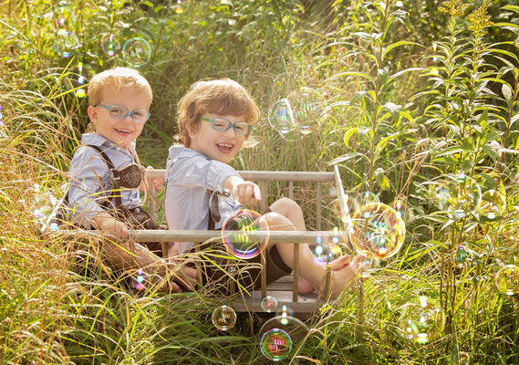 NadjaAffenzeller Fotografin Marchtrenk Wels-Land Kinderfotografin Kinder Jungs Mädchen Outdoorkindershooting Kindershooting Kinderstrahlen Kinderlachen