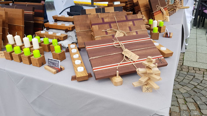 Exklusive Holzdekorationen und -schneidebretter und alles rund ums Thema Holzpflege