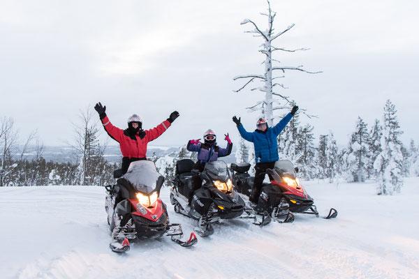 Group photo on a snowmobile tour