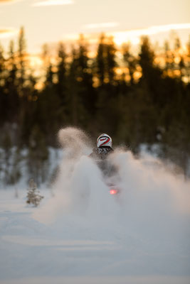 Rasante Schneemobiltouren