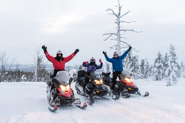 Group photo on a snowmobile tour