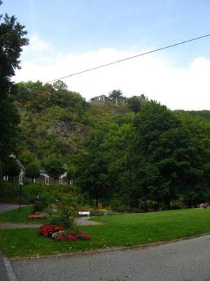 Kurpark, historische Kolonnaden und Burgruine von Bad Berneck