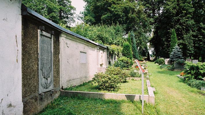 Grabplatte des Vaters von Jean Paul auf dem Friedhof der St. Gumbertus-Kirche in Schwarzenbach