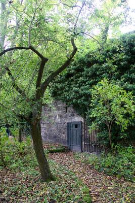 Das könnte der Durchlass von 1725 vom Dörfler-Haus in der Schmiedgasse zum Dörfler-Garten (zugemauert) sein