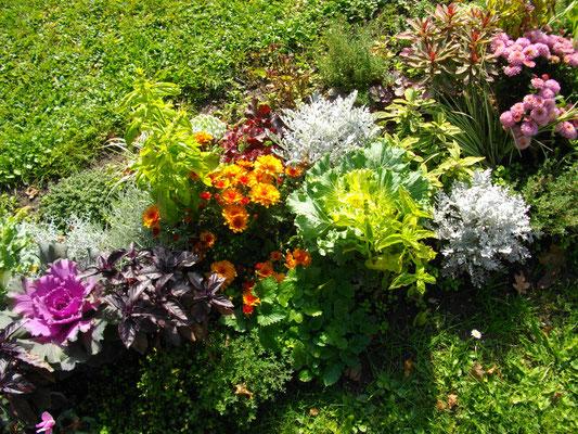 Blumenschmuck vor dem Alten Schoss