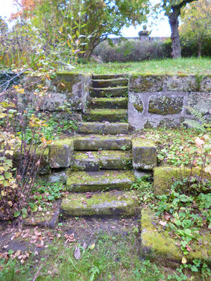 Treppe zum Gartenteil/Ebene 3