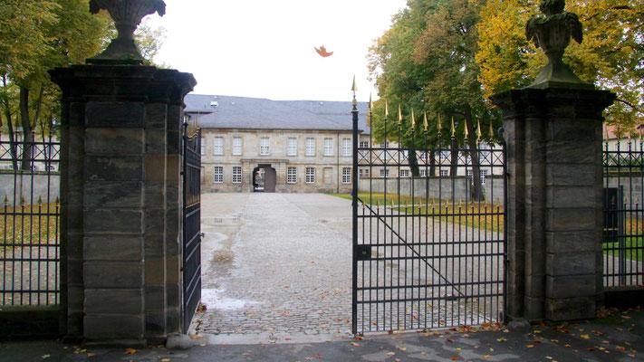 Neues Schloss mit Durchgang zur Ludwigstraße