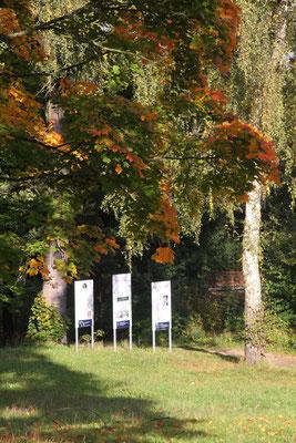 Im kleinen Schlosspark von Gut Meyernberg Groß- und Sonderstation 131 »Jean Paul und Bruder Adam«