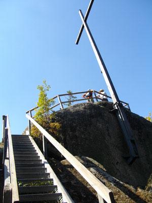 Im Felsenlabyrinth, das Bundessteinkreuz