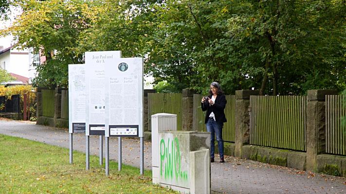 """Vor der Groß- und Sonderstation 115 """"Jean Paul & der Adel"""