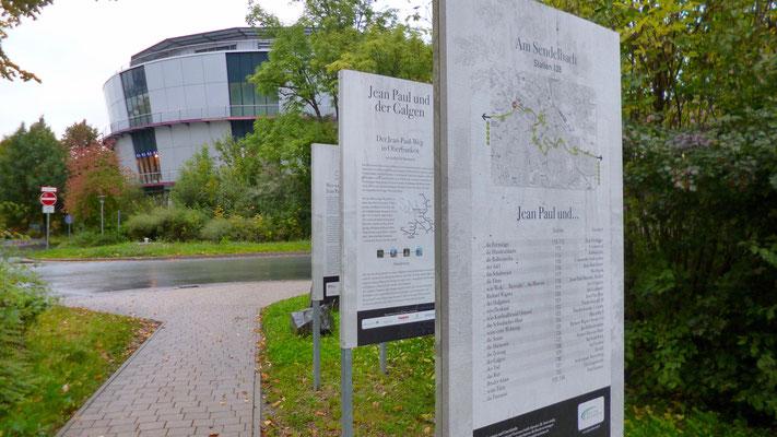 Hinter dem Rotmain-Center am Wendelbach Groß- und Sonderstation 128 »Jean Paul und der Galgen« …