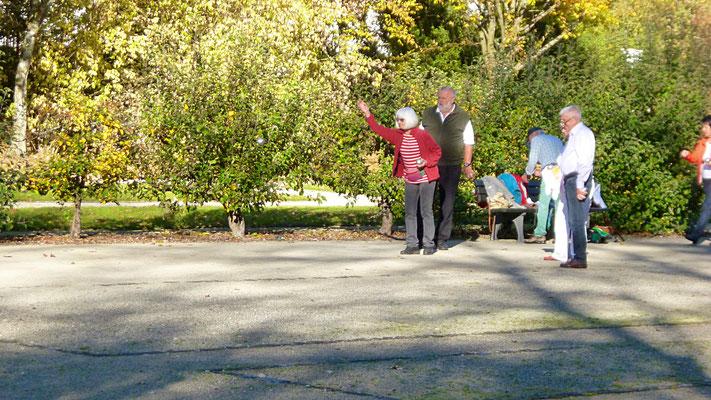 Boule-Spielen im Schlosspark Fantaisie