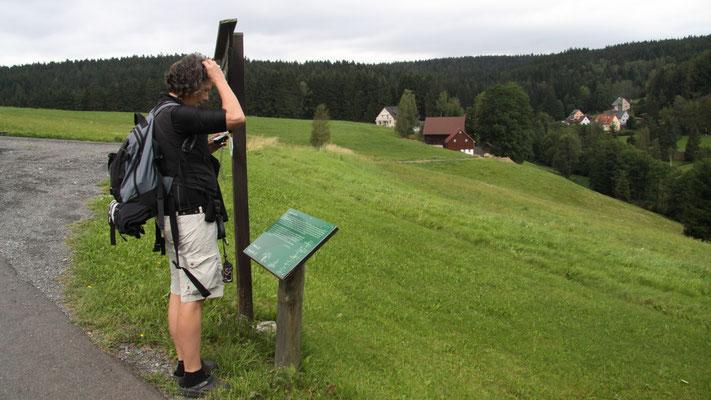 """Auf dem Jean-Paul-Weg, Stationstafel 78 """"Auf dem Schneeberg"""" hinter Bischofsgrün"""