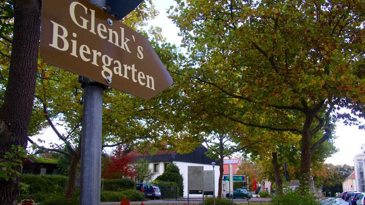 Glenks Biergarten (zu unserer Zeit hatte er noch geschlossen)