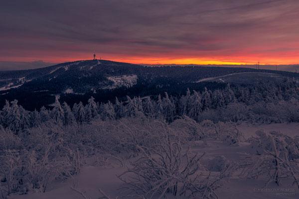 Abendlicher Himmel aufgenommen vom Fichtelberg mit Blick Richtung Keilberg