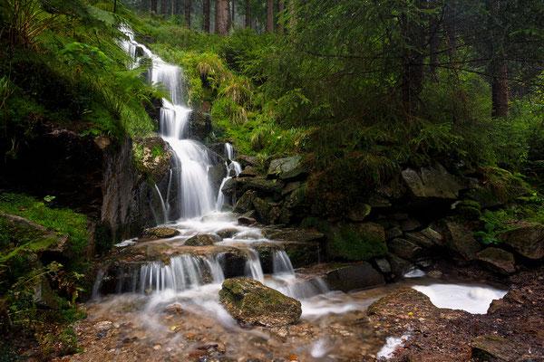 Kleiner Wasserfall an der Schwarzen Pockau