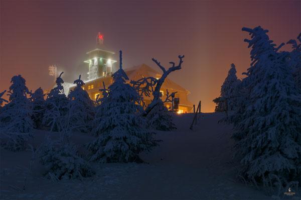 Fichtelberghaus im Nebel