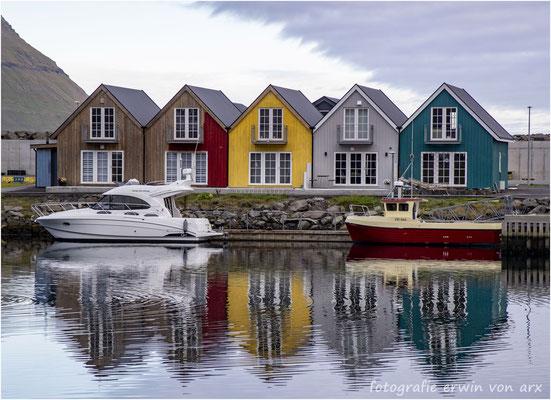 Strandhäuser in Leirvik