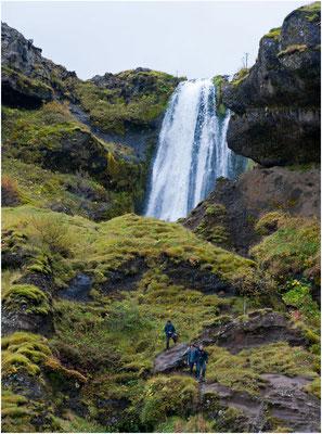 Island, Gljufrafoss stürzt in die Schlucht