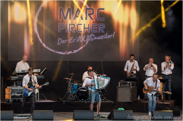 """St. Peter at Sunset"" in Kestenholz, Marc Pircher und Band"