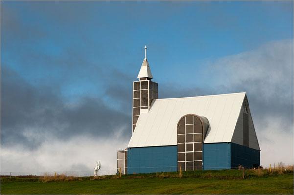 Island, moderne Kirche aus Blech gebaut