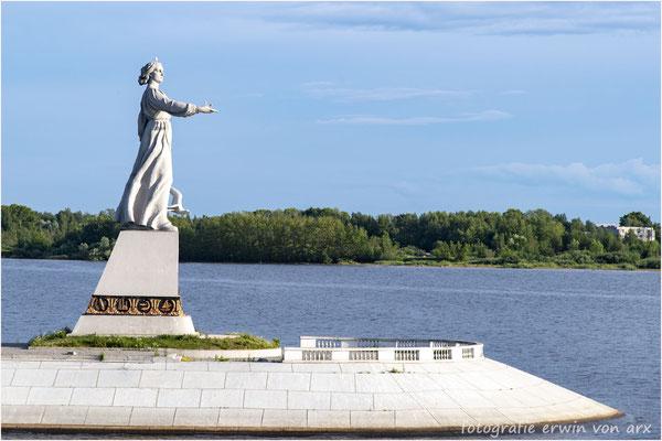 "Rybinsk ""Mütterchen"" Wolga Denkmal"