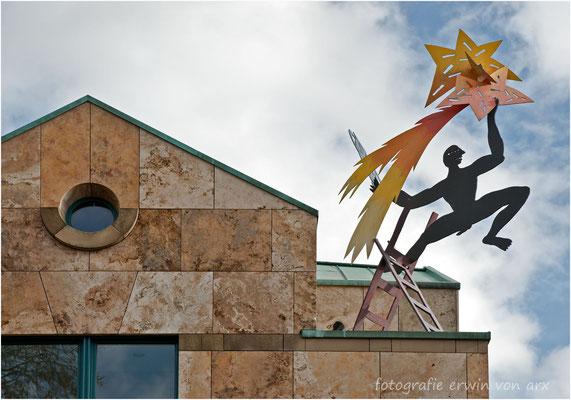 Olten, der Jongleur auf dem SIX SIS Gebäude