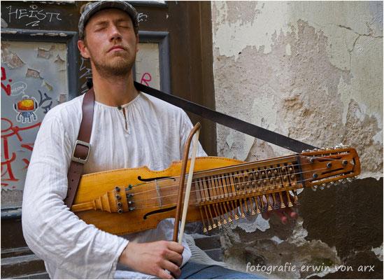 Estland, Strassenmusikant in Tallin