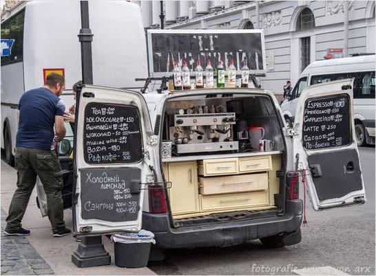St. Petersburg. Mobiles Strassenkaffee