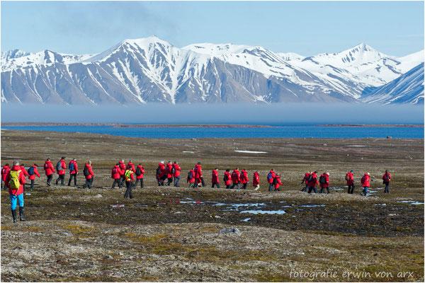 Die Meisten nehmen an einer 2-stündige Wanderung teil