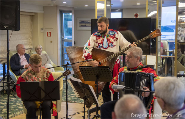 """Unterhaltung auf dem Schiff mit dem Trio """"Kalinka"""""""