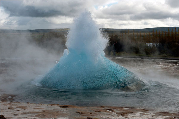 Island, Strokkur, die Blase explodiert