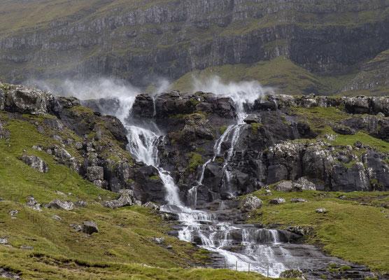Bei zu starkem Wind weht es die Gischt den Berg hinauf
