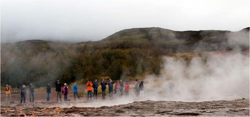 Island, warten auf die Strokkur-Fontäne