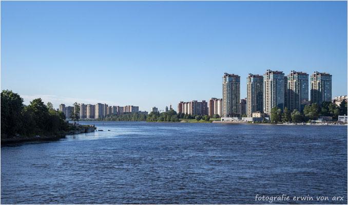 St. Petersburg. Auf der Newa nähern wir uns dem Anlegeplatz