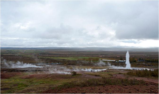 Island, Geysir, wo die Erde dampft und sprudelt