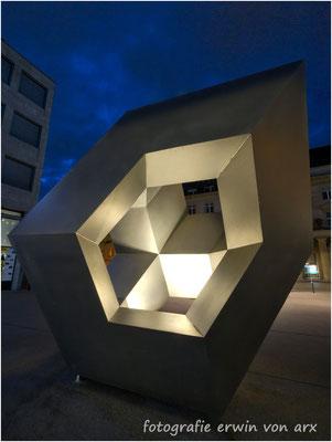 Aarau, Kunstwerk auf dem Bahnhofplatz