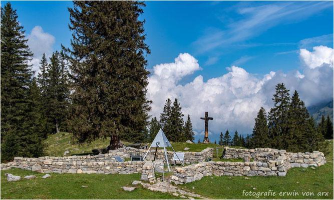 Auf der Älggialp (1645m ü.M.) liegt der geographische Mittelpunkt der Schweiz