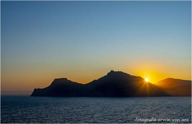 Sonnenaufgang über der Insel Kalsoy