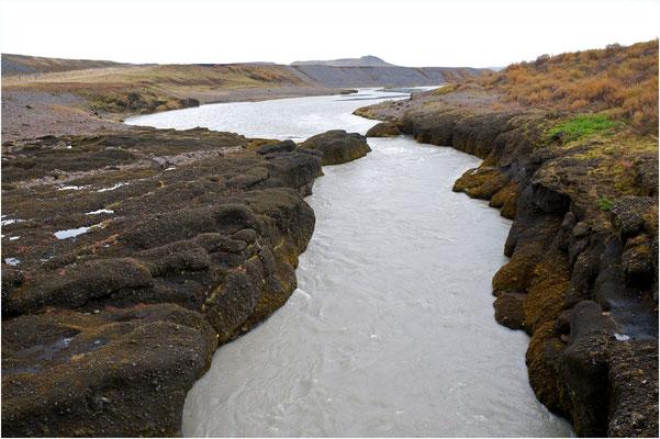 Island, der Fluss Hvitá unterhalb Gullfoss