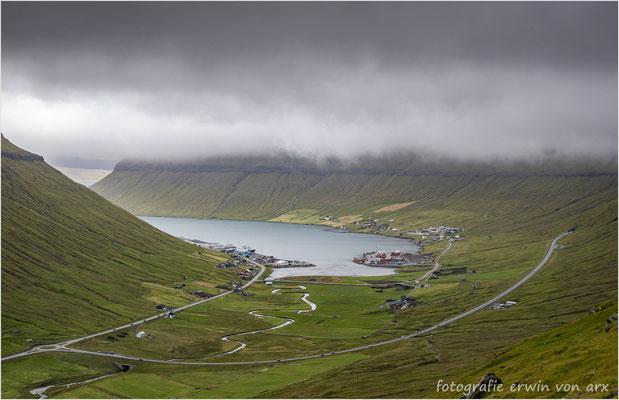Kollafjordur unterhalb der Wolckendecke