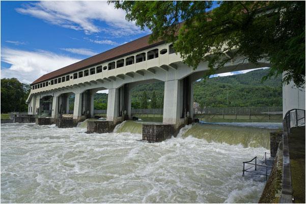 Stauwehr Winznau, normaler Überlauf bei Hochwasser