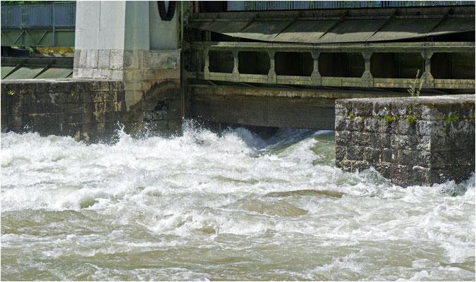 Die Schleusen wurden hochgezogen und das Wasser unten durch abgelassen