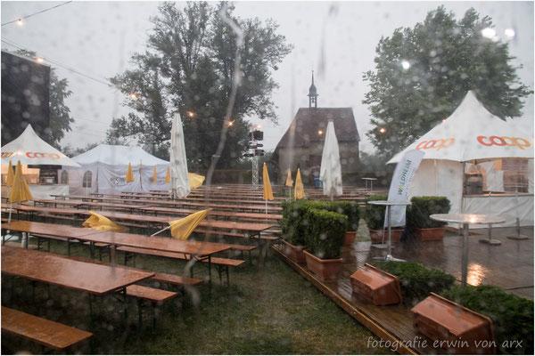 Vor dem Konzert Sturm, Regen und Hagel