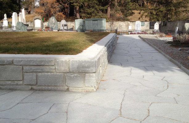 Plattenweg mit Mauerwerk - Soglio Quarzit